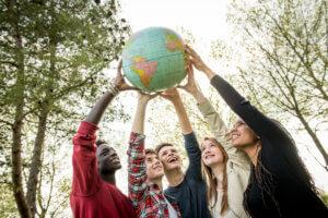 留學生一起討論澳洲大學科系