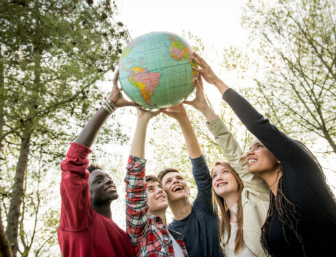 留學生討論澳洲大學科系